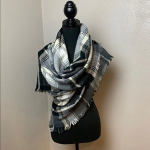 New Black and gray plaid scarf